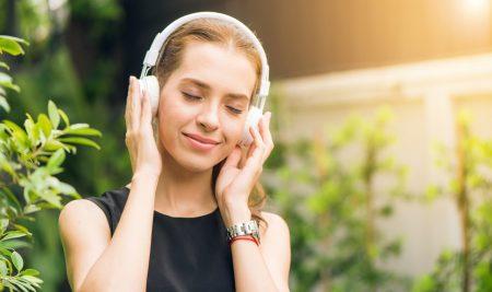 Imparare l'inglese con la musica: 7 canzoni per esercitarti