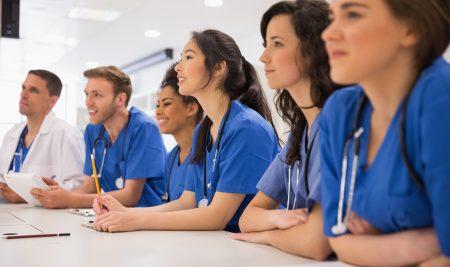Dottori senza frontiere. Boom di iscrizioni a medicina in inglese